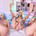 Anime Cosplay Leah Meow, Sia_Siberia, Purple_Bitch – 4some in the pool 4k Porn